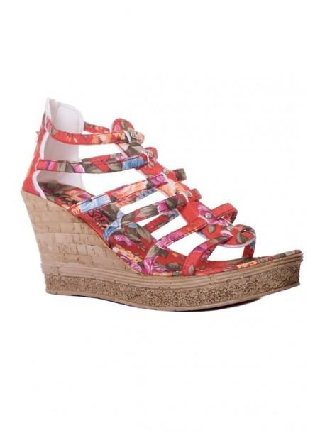 Sandale in culoarea rosie cu talpa groasa
