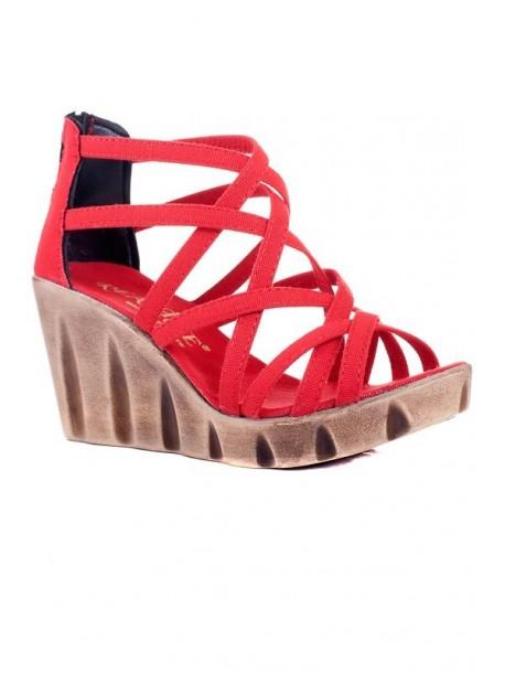 Sandale culoarea rosie cu talpa groasa