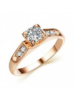 Inel auriu cu cristal