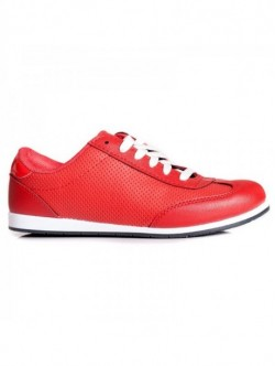Adidasi rosii